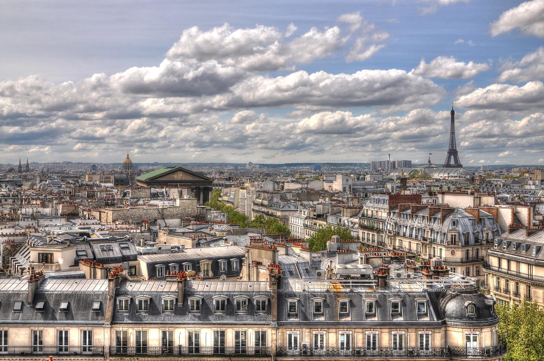 Les toits de Paris en HDR <br> Focal : 20mm - Ouverture : F/10 - Vitesse : 1/250 - Iso : 100
